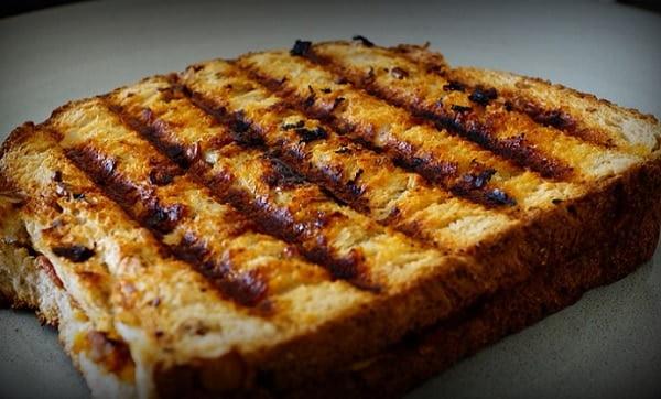 Bevat een tosti meer calorieën dan een dubbele boterham met kaas?