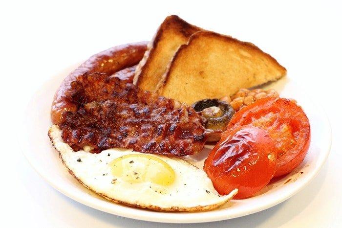 Hoeveel calorieën bevat een traditioneel English breakfast?