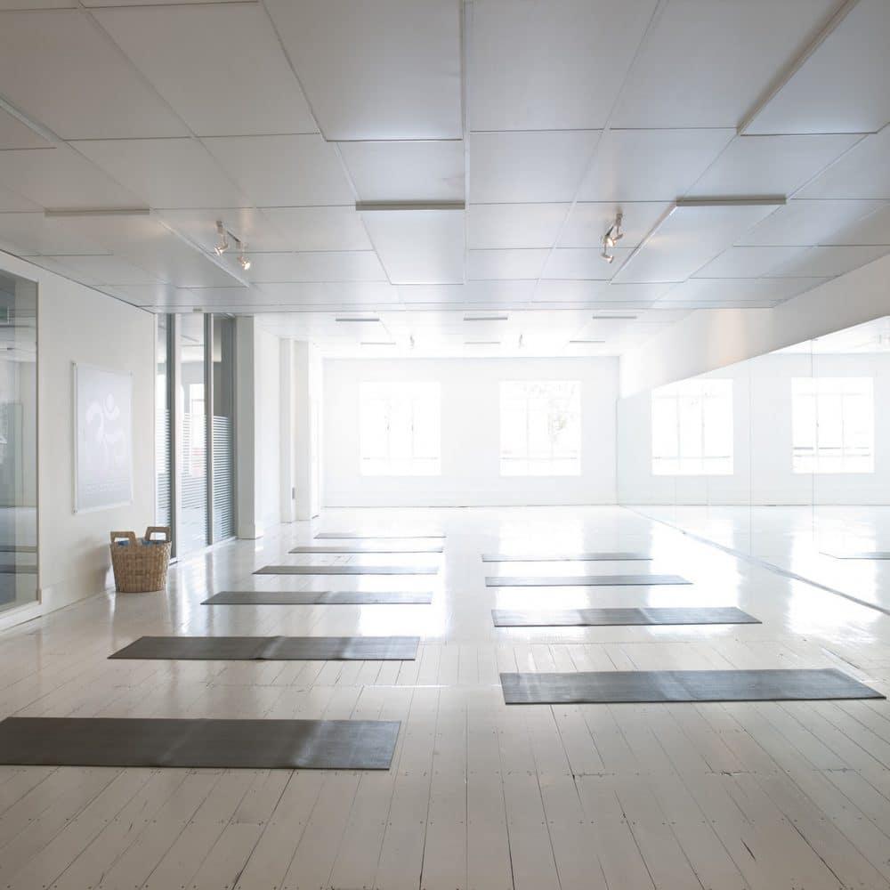 Is hot yoga beter dan gewone yoga?