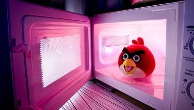 Is het schadelijk om je voeding op te warmen in de magnetron?