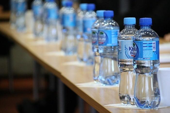 Een plastic flesje hergebruiken, is dat ongezond?