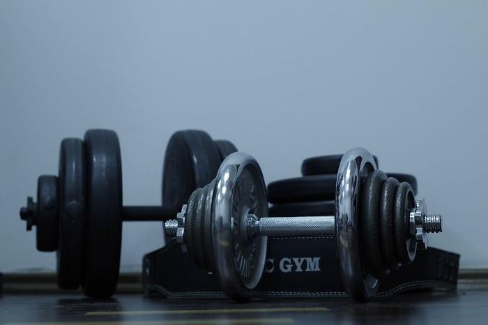 Thuis krachttraining doen? Tips en oefeningen!